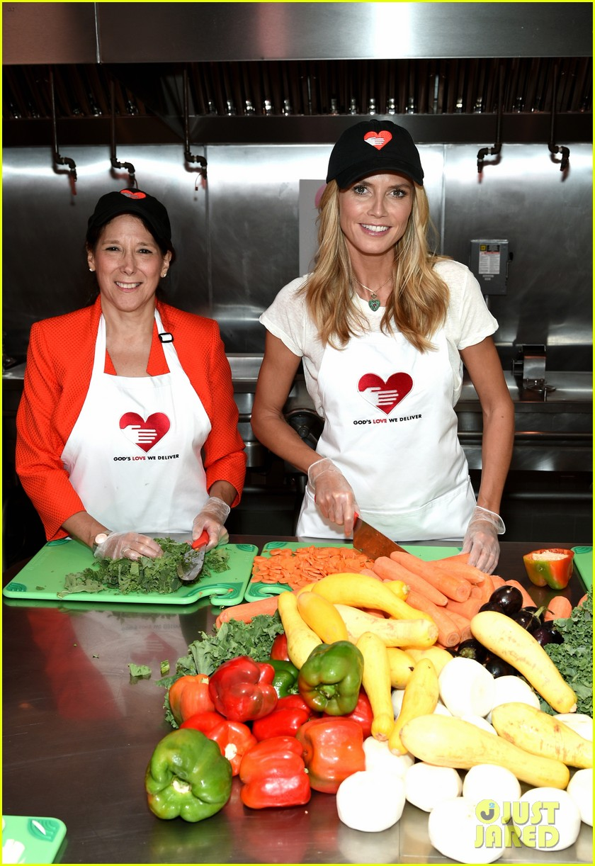 heidi klum supports joan rivers favorite charity 08