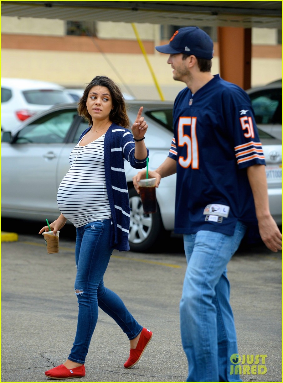pregnant mila kunis amp ashton kutcher are expecting baby