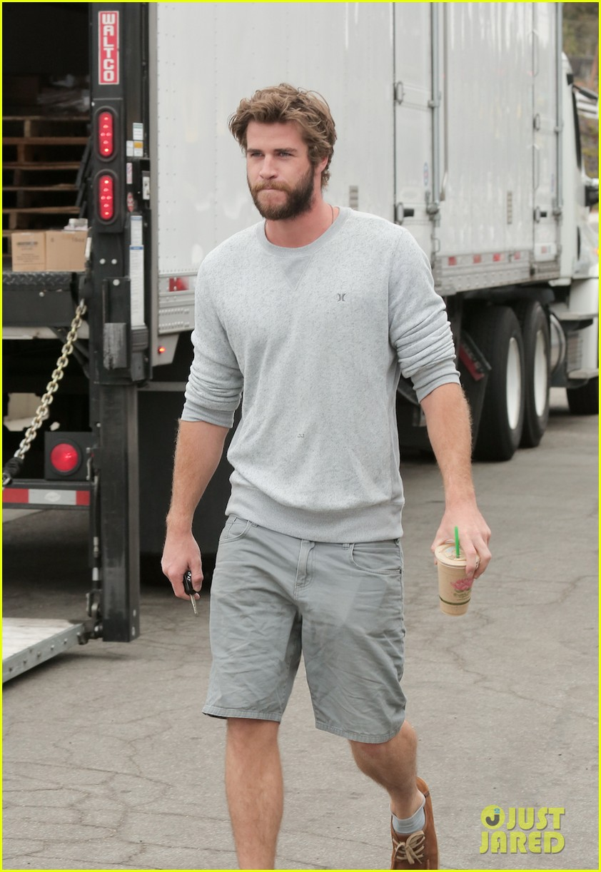 liam hemsworth steps out after miley cyrus love declaration 03