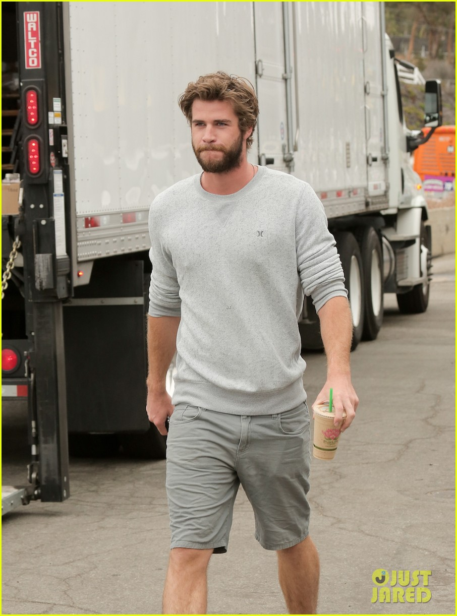 liam hemsworth steps out after miley cyrus love declaration 063189248