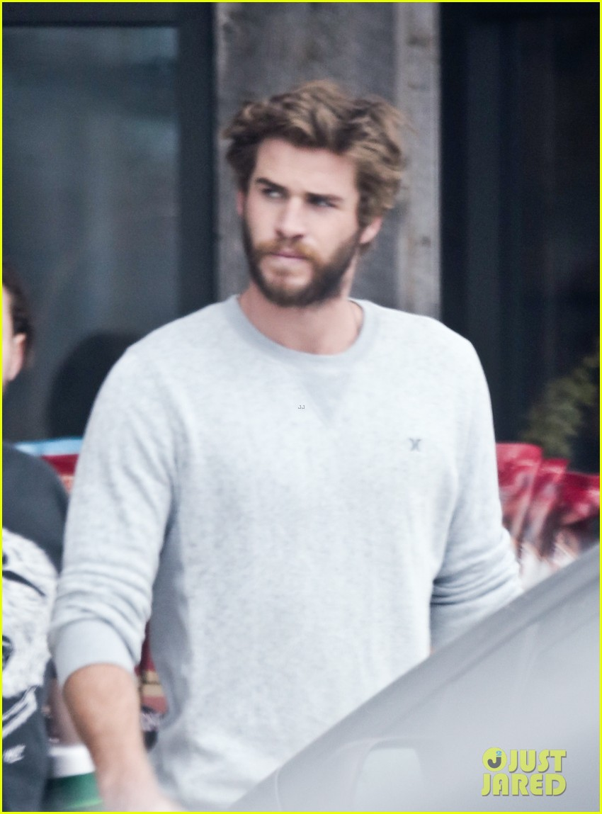 liam hemsworth steps out after miley cyrus love declaration 123189254