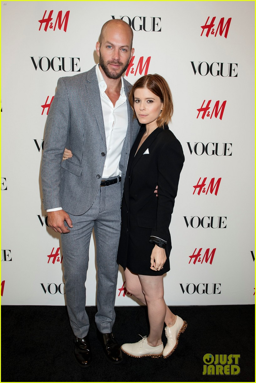 kate mara johnny wujek hm window unveiling 01