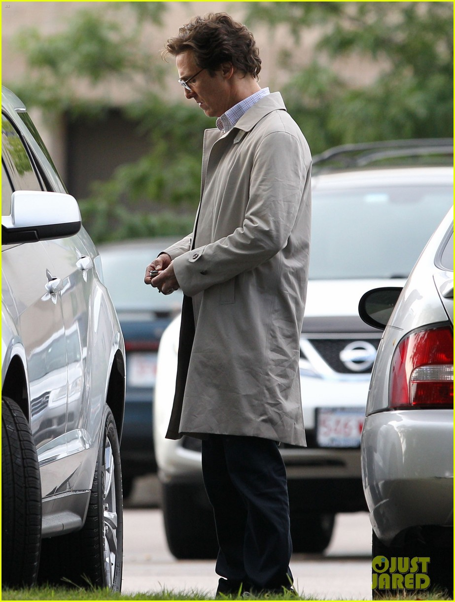 matthew mcconaughey goes for a glasses look for sea of trees 03