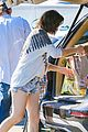 milla jovovich keeps her baby bump covered with baggy shirt 07