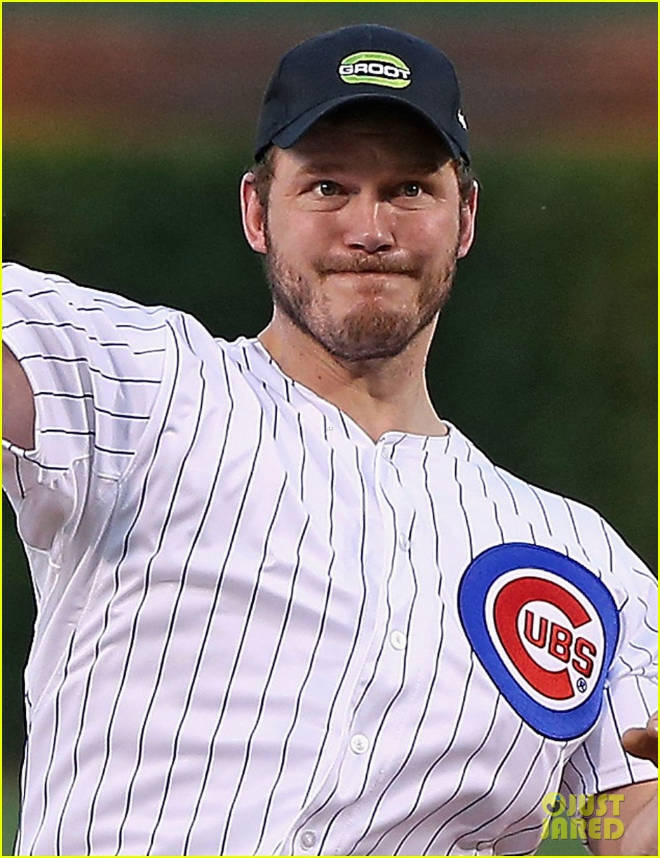 chris pratt chicago cubs game 01