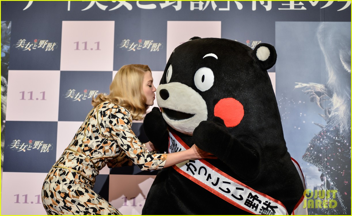 lea seydoux snuggles mascot kumamon at beauty and the beast 05