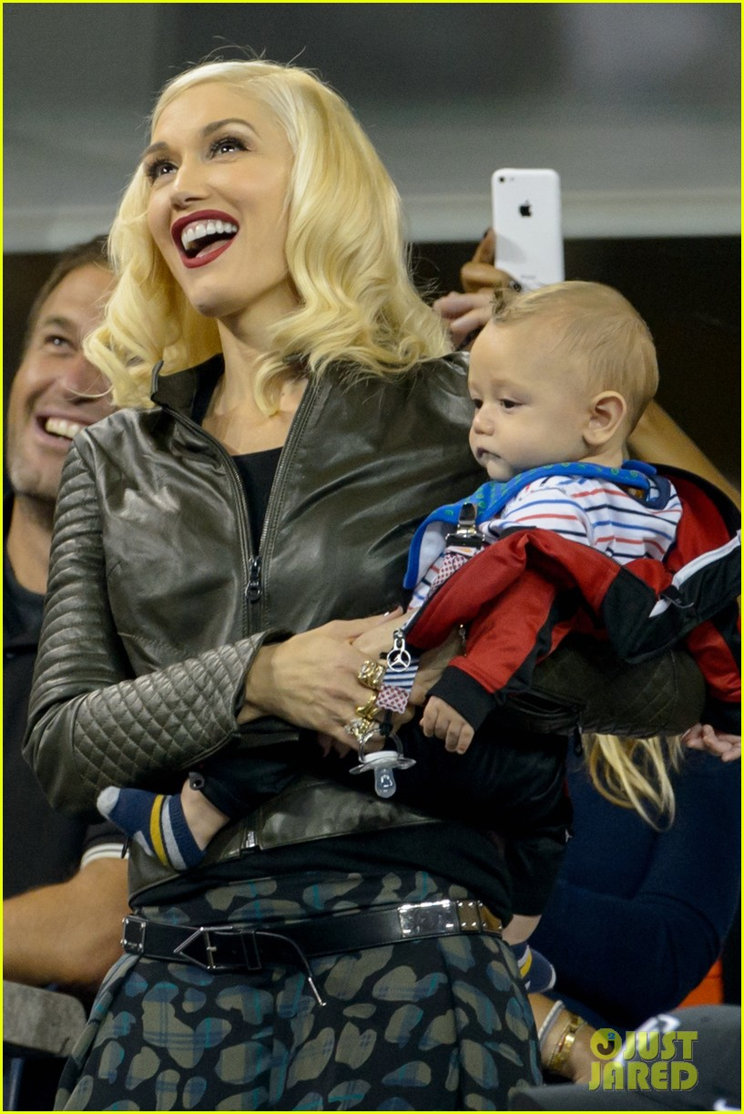 gwen stefani debuts adorably baby boy apollo at the us open 01