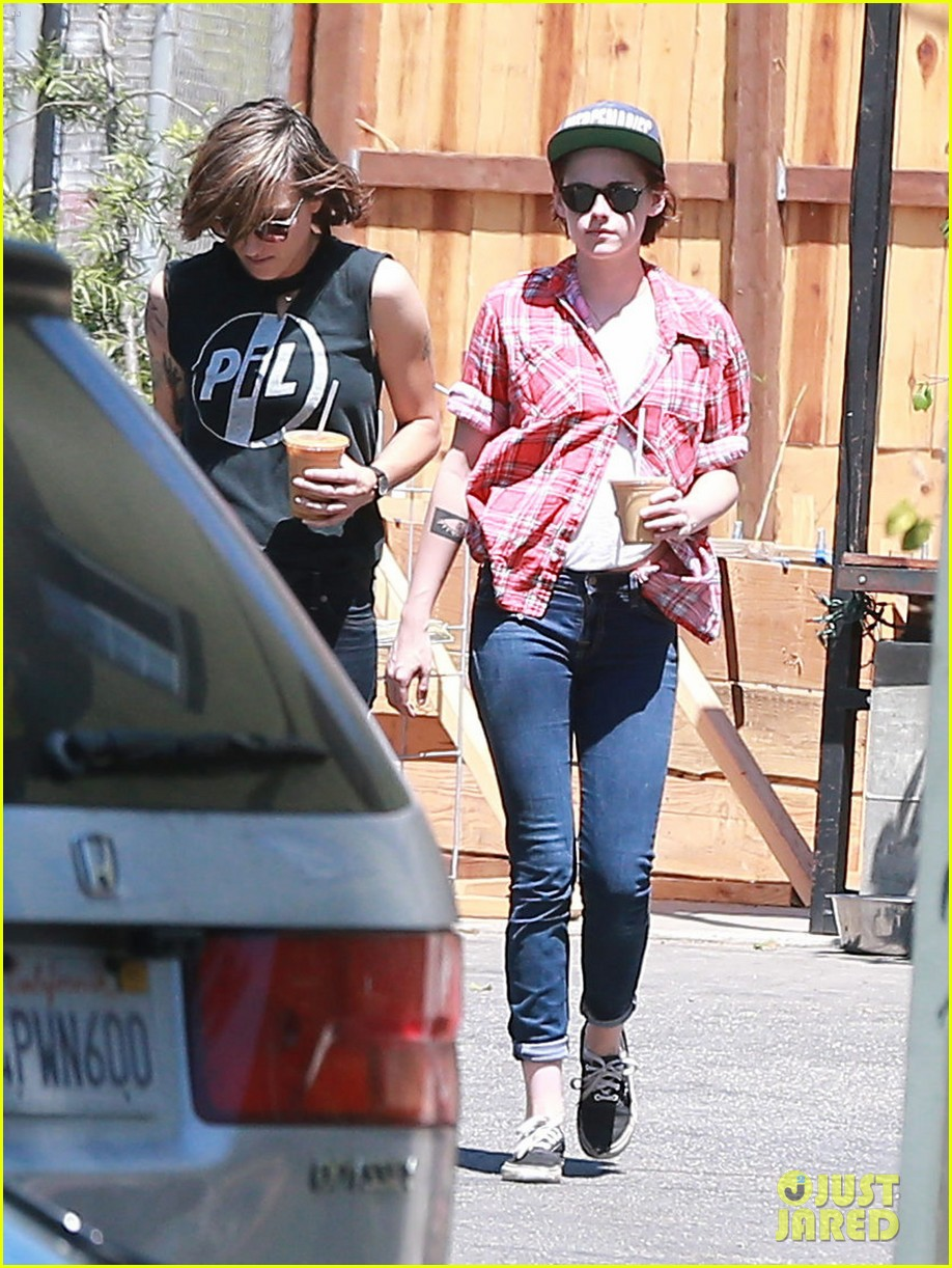 kristen stewart alicia cargile hang out amid dating rumors 07