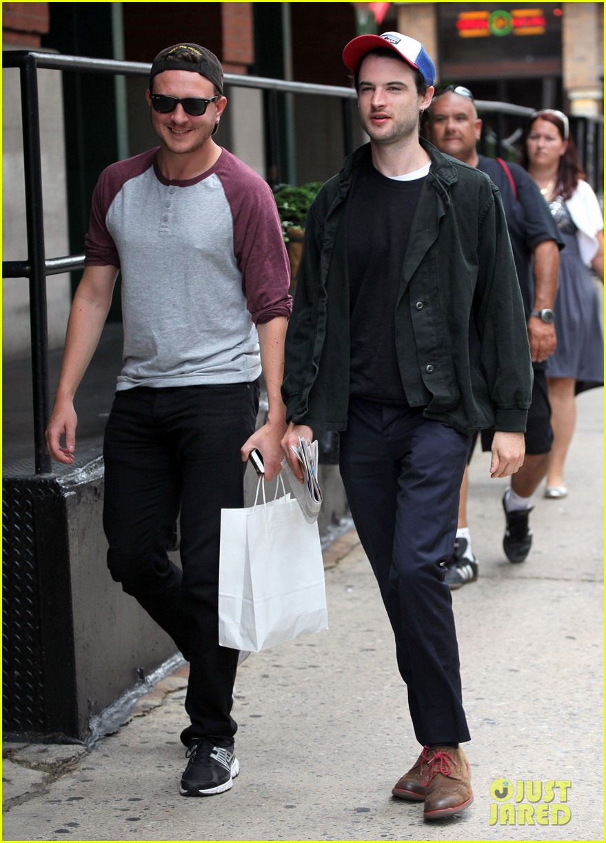 tom sturridge goes clean shaven in new york city 05