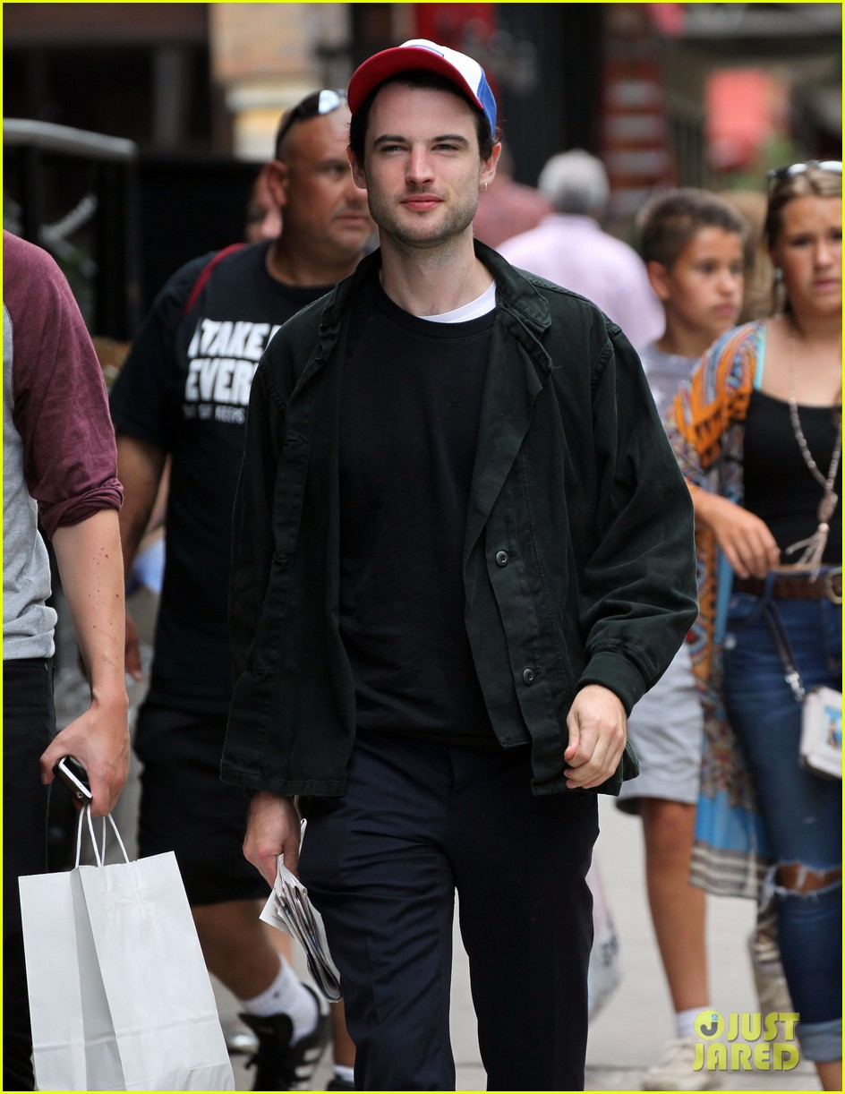 tom sturridge goes clean shaven in new york city 08