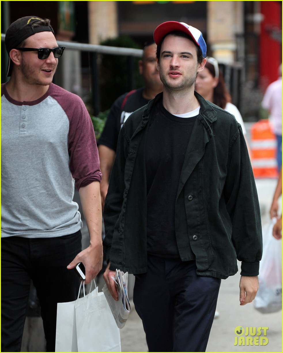 tom sturridge goes clean shaven in new york city 10