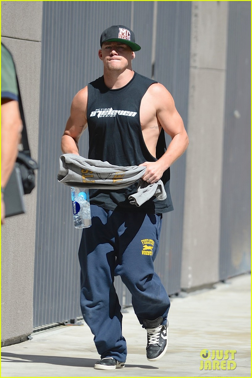 channing tatum shows off big muscles magic mike xxl filming 01