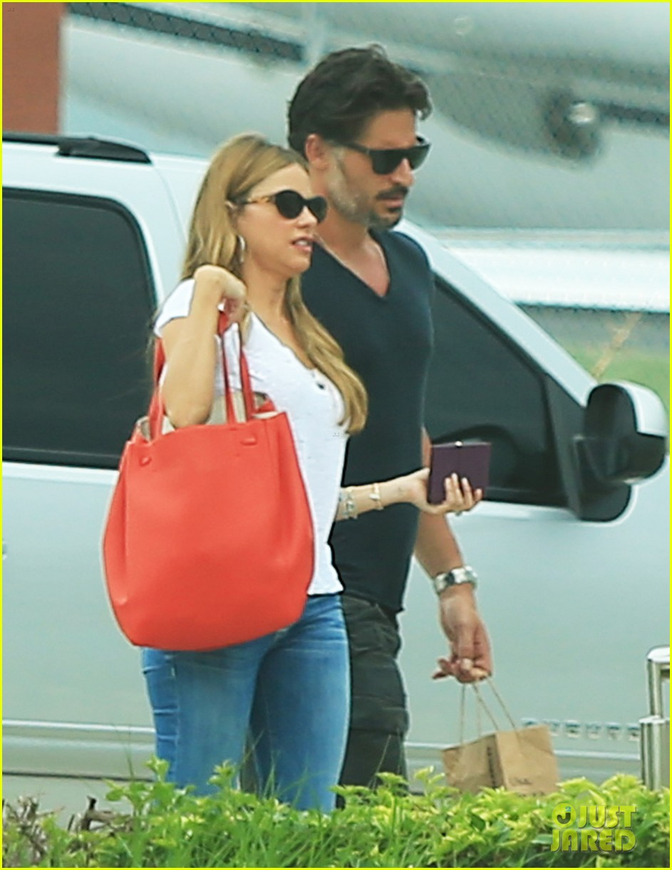 sofia vergara joe manganiello hold hands after romantic getaway 013187664