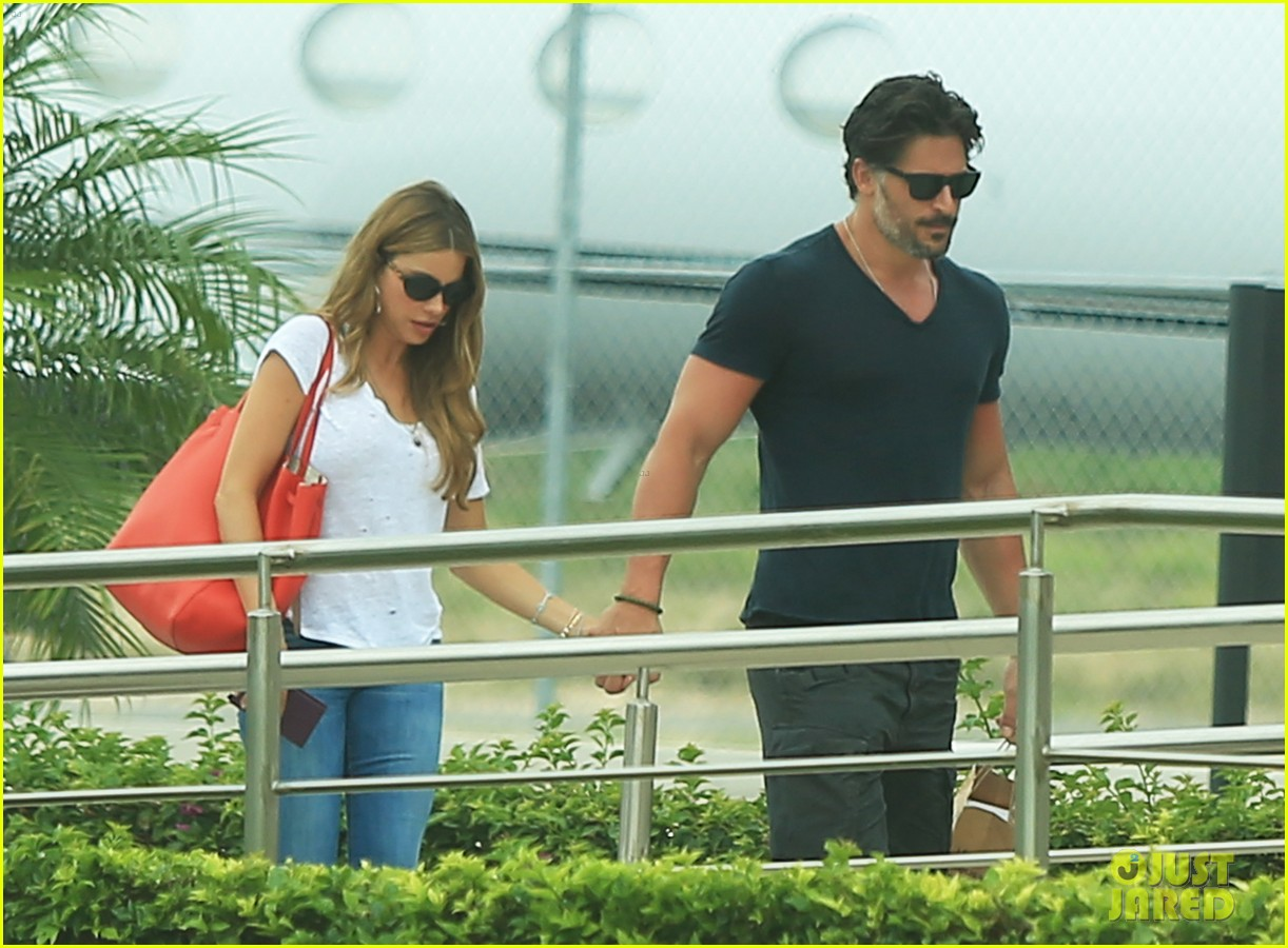 sofia vergara joe manganiello hold hands after romantic getaway 03