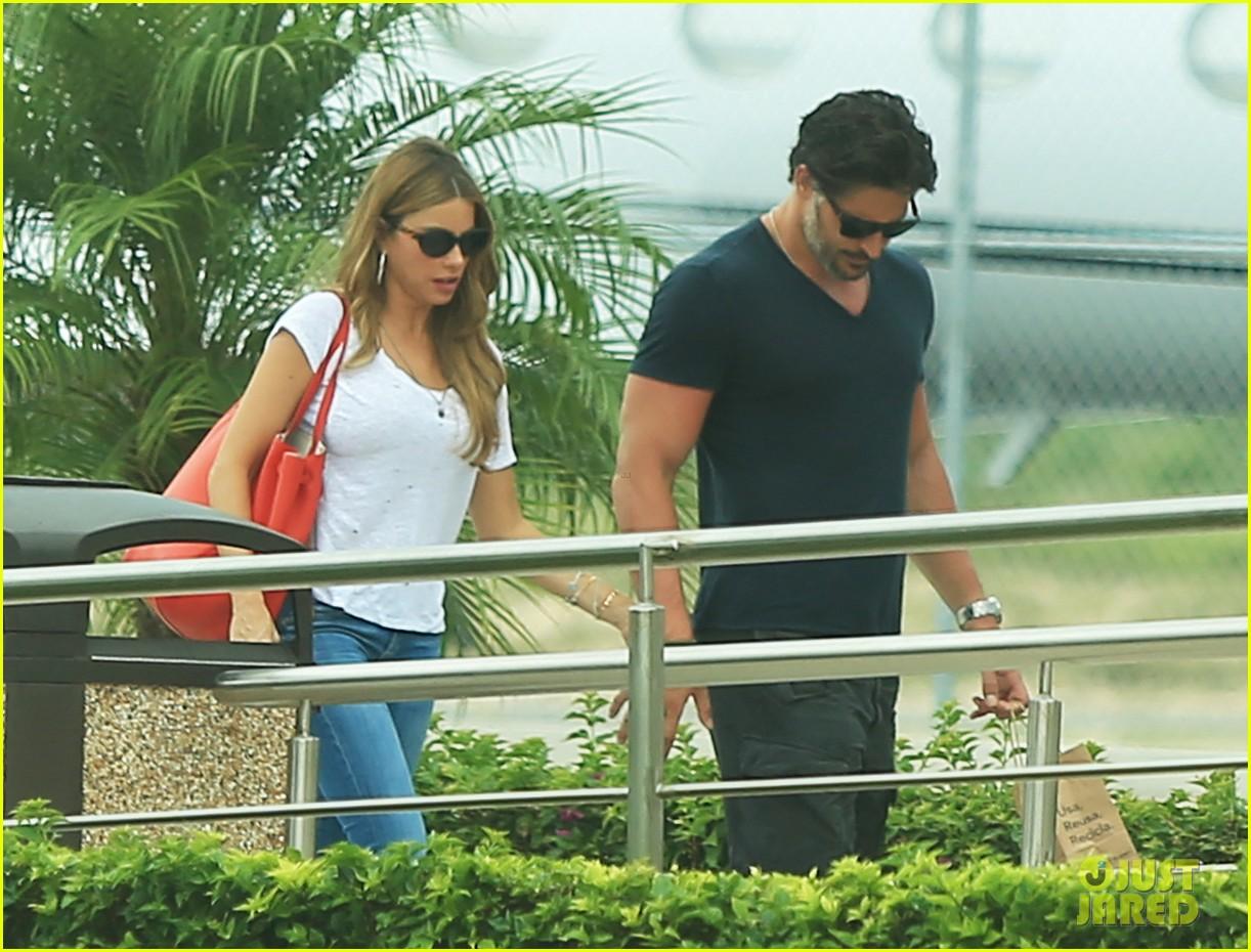 sofia vergara joe manganiello hold hands after romantic getaway 113187674