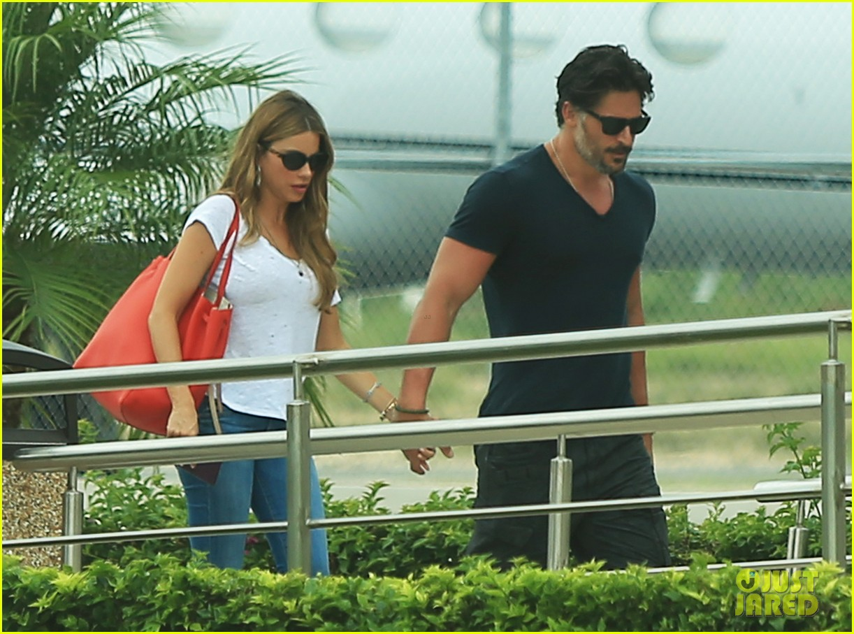 sofia vergara joe manganiello hold hands after romantic getaway 13