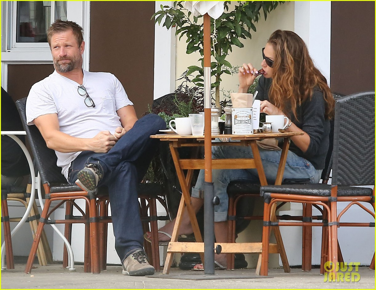 Full Sized Photo of aaron eckhart lunch with female friend ... Gerard Butler 2016