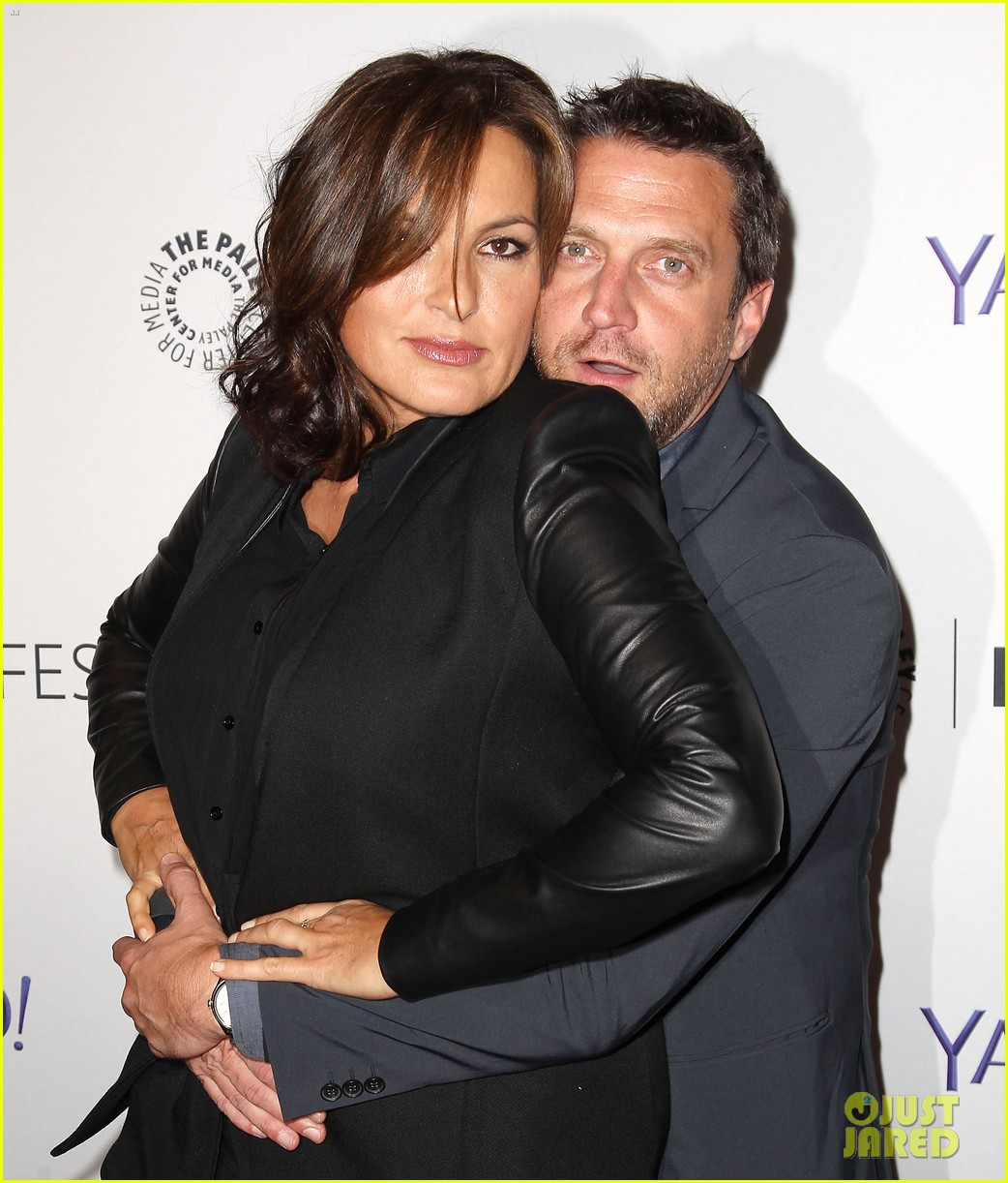 Mariska Hargitay Gets Emotional At SVU Paleyfest Panel The World Is Changing Now So Much Because Of This Show Photo 3218345