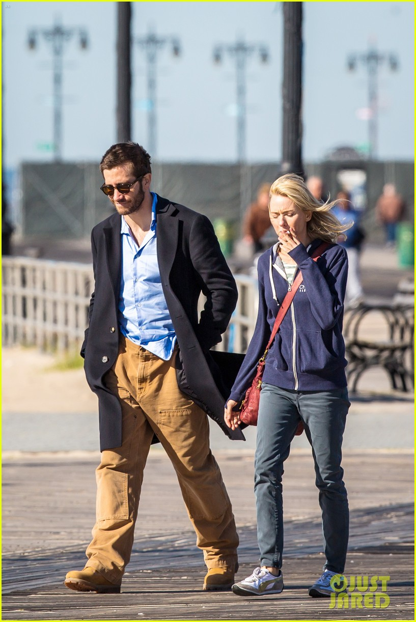 Jake Gyllenhaal Gives Naomi Watts the Wildest Piggy Back Ride Ever ...
