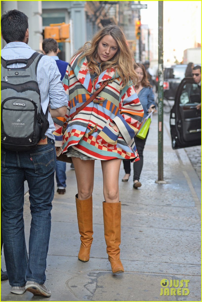 Pregnant blake lively goes shopping for baby clothes in nyc