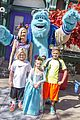 gwen stefani her kids meet sully at disneyland 04
