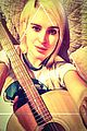 rumer willis fingers hurt from guitar practice 04
