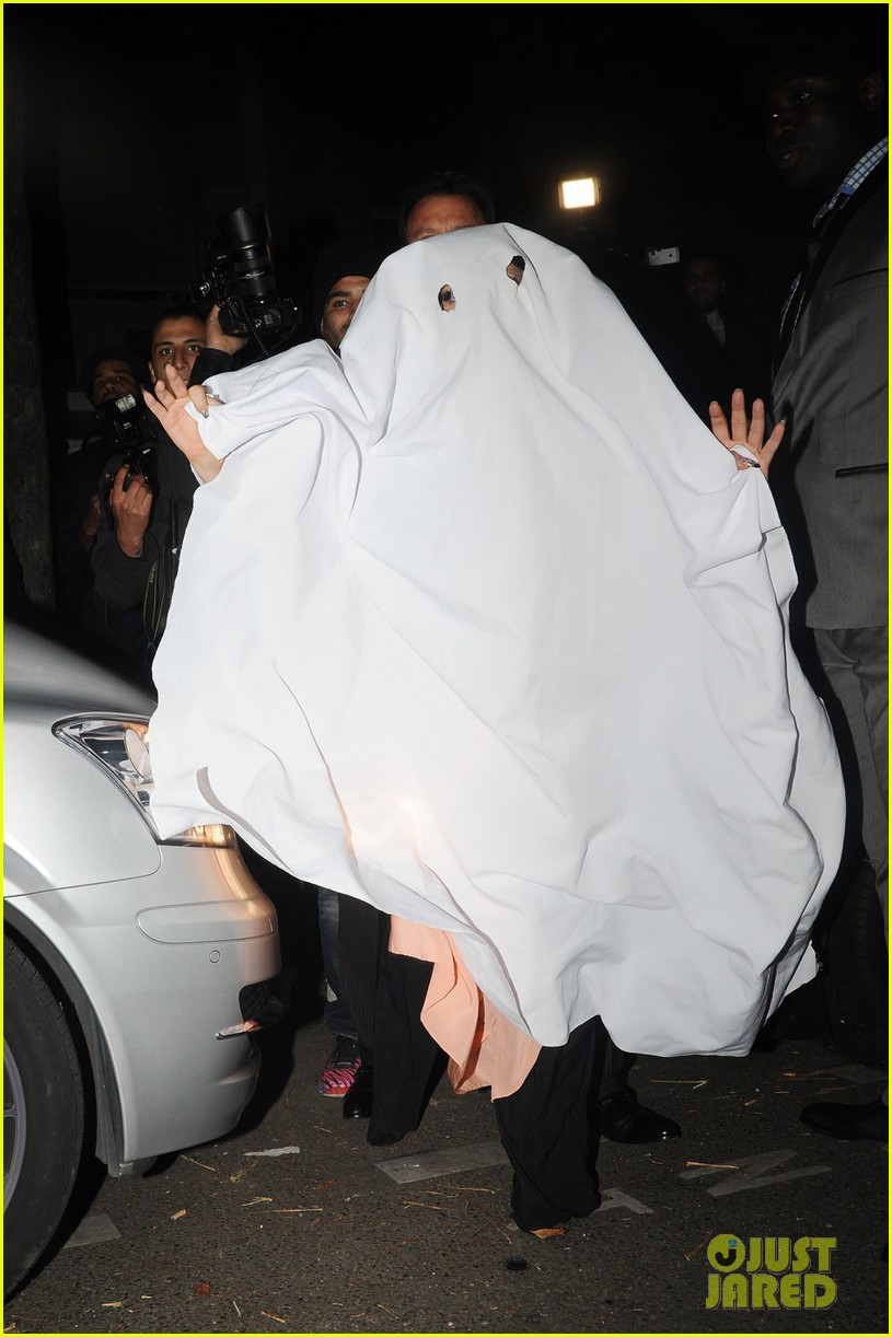 lady-gaga-ghost-halloween-costume-paris-