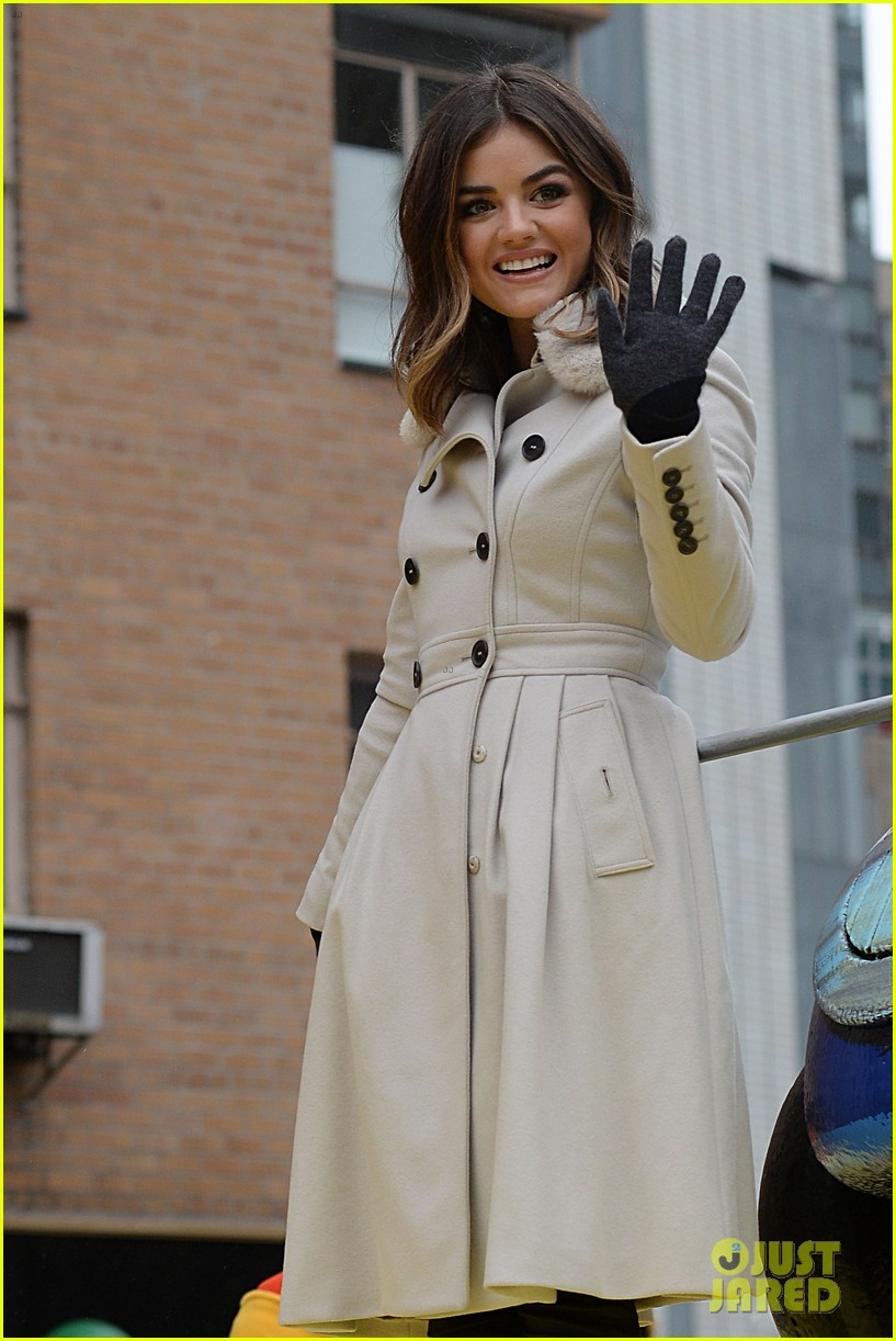 lucy hale lies a little better on thanksgiving day parade 07