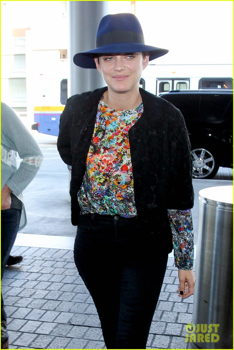 marion cotillard colorful style lax airport 043239723