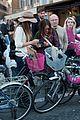 sarah jessica parker rome italy bike 26