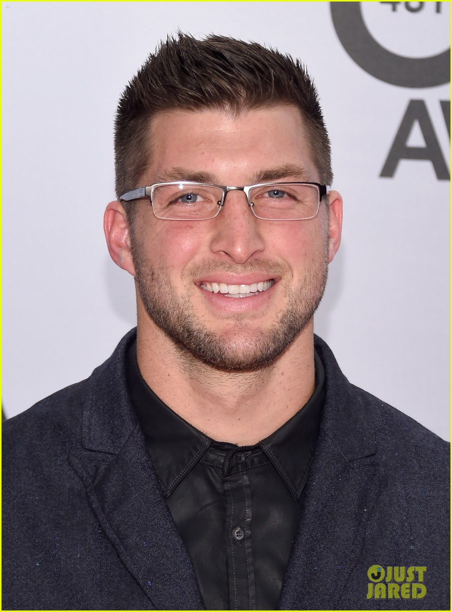 Tremendous Tim Tebow Looks So Cute In Glasses At The Cma Awards 2014 Photo Short Hairstyles For Black Women Fulllsitofus