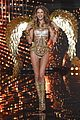 behati prinsloo doutzen kroes victorias secret fashion show 2014 01