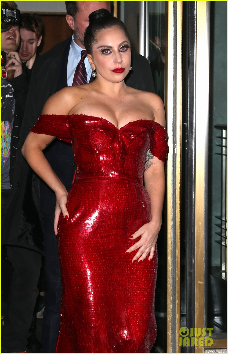 lady gaga jessica rabbit dress 05