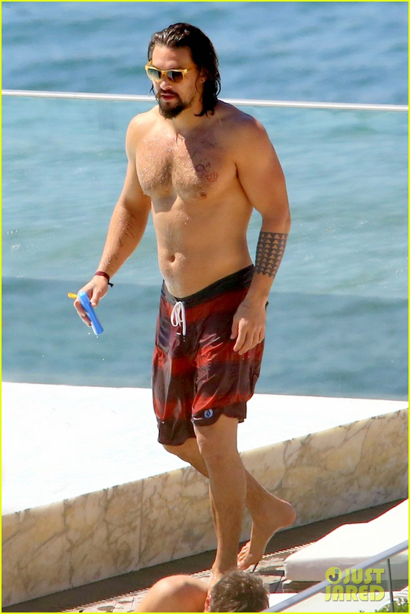 jason-momoa-shows-off-his-shirtless-aqua