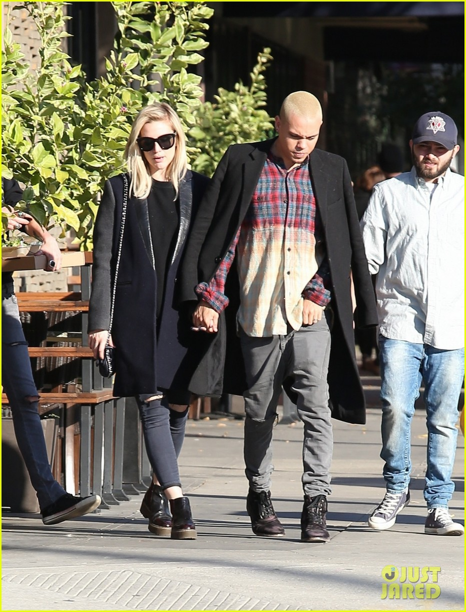Ashlee Simpson & Evan Ross Kiss & Don't Care Who Sees Them! Ashlee Simpson