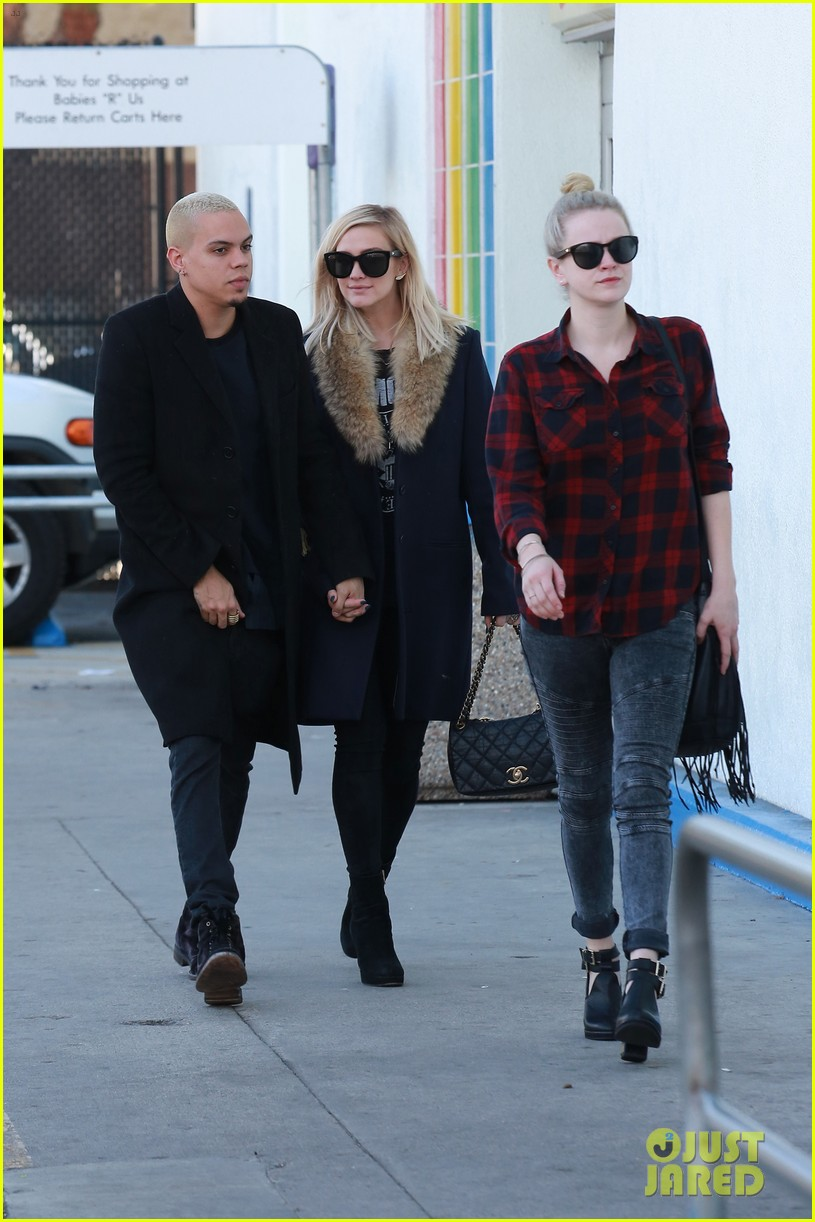ashlee simpson evan ross step out after baby news 103265772