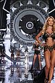 candice swanepoel lindsay ellingson victorias secret fashion show 2014 14