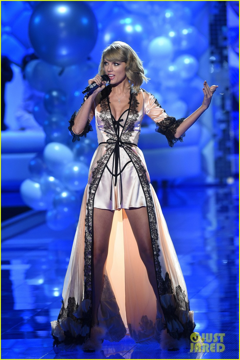 Full Sized Photo Of Taylor Swift Victoria Secret Fashion