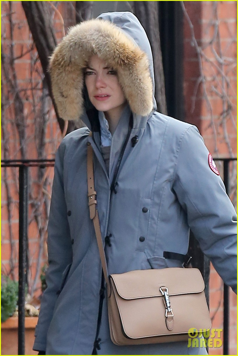 Andrew Garfield Amp Emma Stone Catch Fan Trying To Sneak A