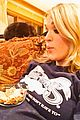 carrie underwood uses baby bump as snack table 01