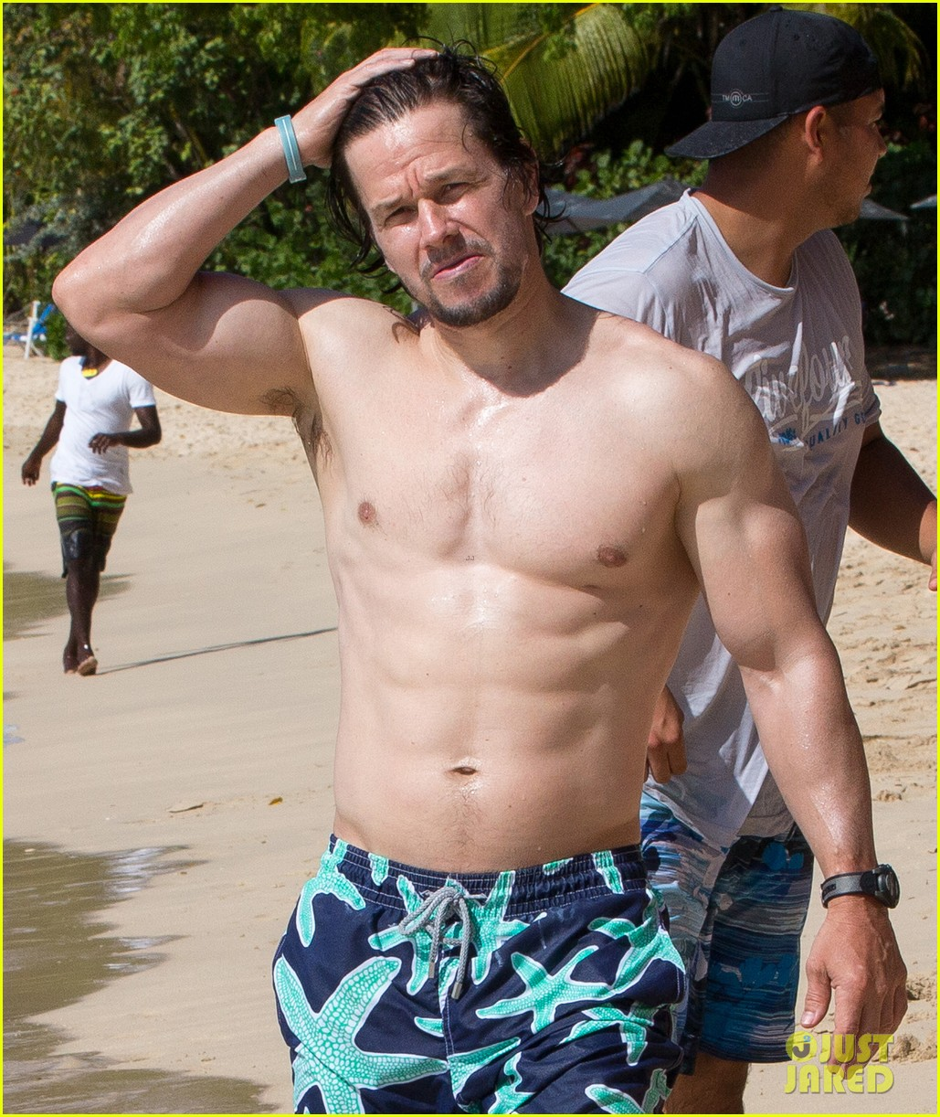 daddy mark wahlberg serving muscles shirtless on the beach