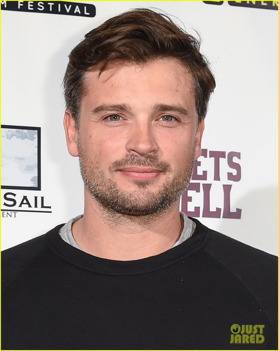tom welling glasses