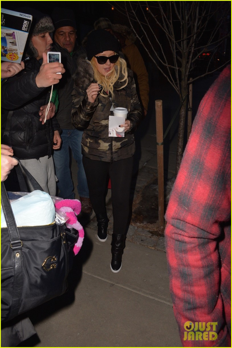 Legend ya en New York (13 Feb) Christina-aguilera-matthew-rutler-no-rush-to-marry-01