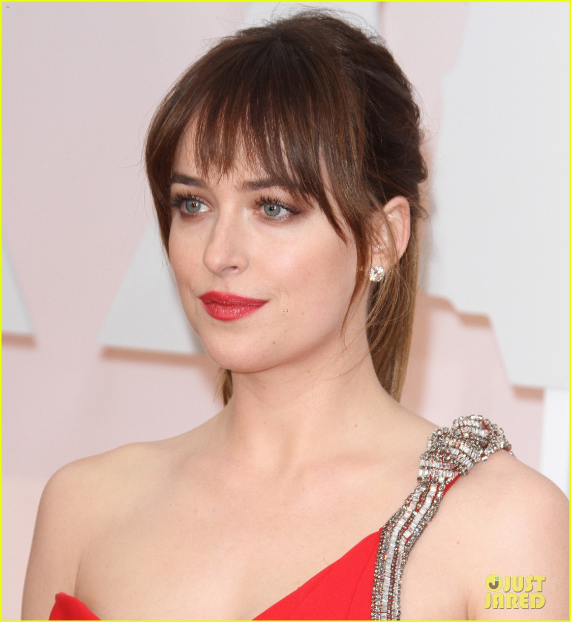 Dakota Johnson Brings ...