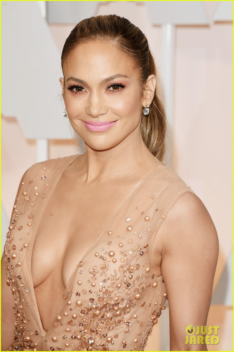 jennifer lopez oscars 2015 red carpet 05