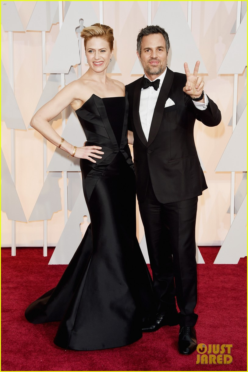 mark ruffalo and wife sunrise coigney oscars 2015. Black Bedroom Furniture Sets. Home Design Ideas
