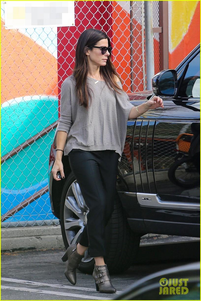 Sandra Bullocks Looks Stylish For Errands 15