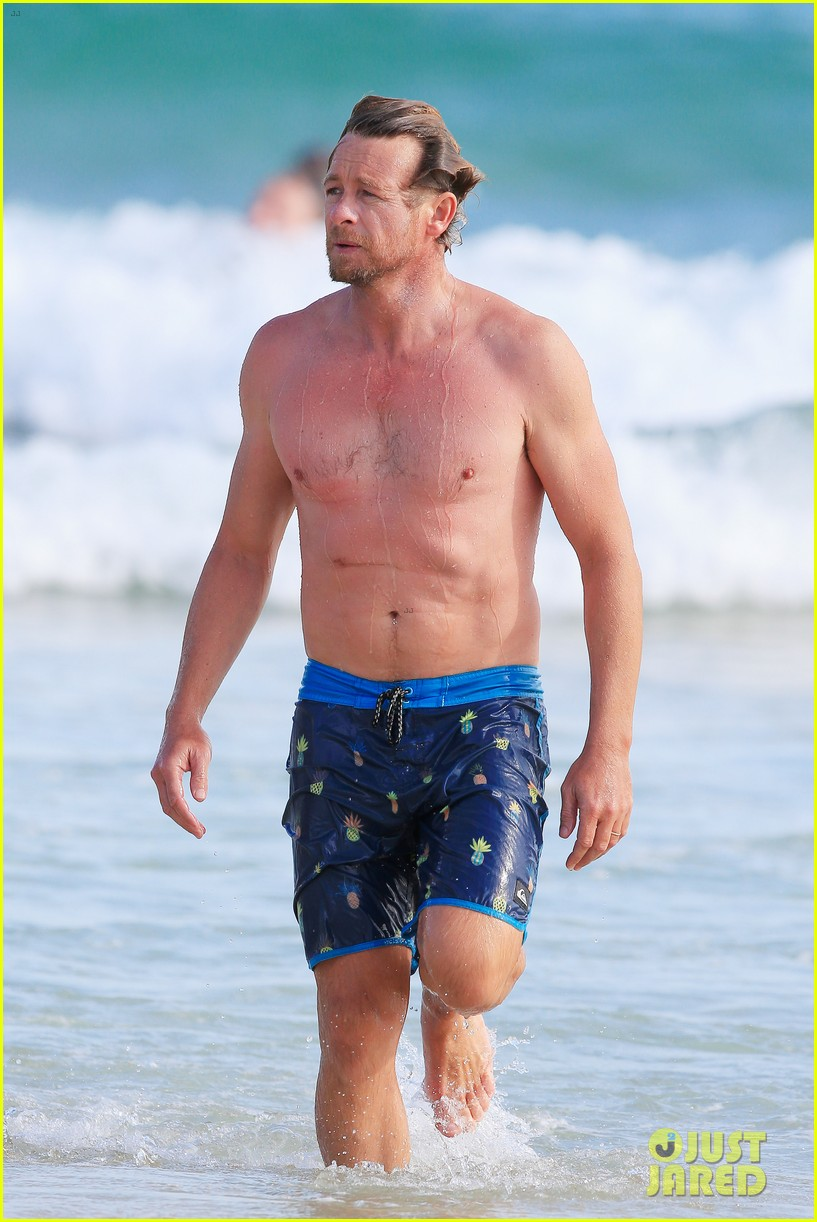 Simon baker shirt off
