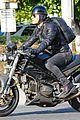 justin theroux rides motorcycle around town 06