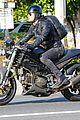 justin theroux rides motorcycle around town 10